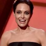 Видео Анджелины Джоли с дочкой в лагере беженцев интернет тронуло