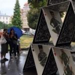Художник из Донецка показал карточный домик «Новороссии» с Путиным-джокером