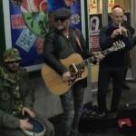 Зачем звезды поют на улицах: Гребенщиков выступал накануне концерта, а Шнур – чтобы получить материал для клипа (фото)