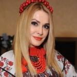 Мария Яремчук и Ольга Сумская продемонстрировавшего свои лучшие наряды в украинском стиле (фото)