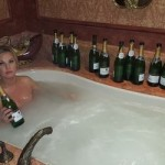 Камалия рассказала, что от ванн с шампанским можно похудеть