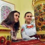 В Киеве показали большую коллекцию петриковской росписи