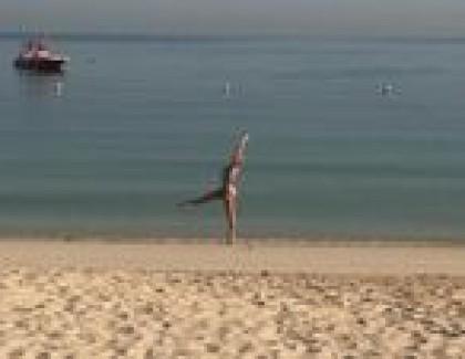 Лилия Ребрик в бикине села на шпагат на отдыхе в ОАЭ (фото)