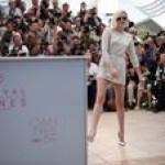 Крістен Стюарт в короткому міні від Chanel похвалилася стрункими ніжками (фото)
