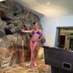 Волочкова повторила мальдивские «подвиги» в Греции: купание топлесс, шпагат и микро-бикини (фото)