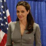 Вышла книга с неопубликованными снимками Анджелины Джоли и Синди Кроуфорд