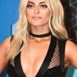 27-летняя певица вызвала фурор нарядами на премии MTV (фото)