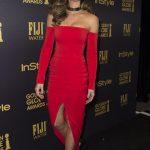 Актриса Кейт Бекинсейл не вместила пышный бюст в декольте (фото)