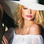Певица Татьяна Котова удивила прозрачным платьем на отдыхе (фото)