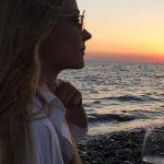 Ночнушка с кардиганом: Светлана Ходченкова «выгуляла» ультрамодный наряд (фото)