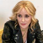 58-летняя Шерон Стоун выглядит моложе 45-летней сестры (фото)