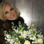 «Просто фея»: Таисия Повалий захватила нежным платьем с глубоким декольте (видео)