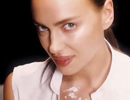 В нижнем белье и расстегнутой рубашке: Ирина Шейк появилась в сексуальном видео
